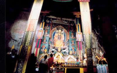 Encuentran esculturas del siglo XV en Tibet 3