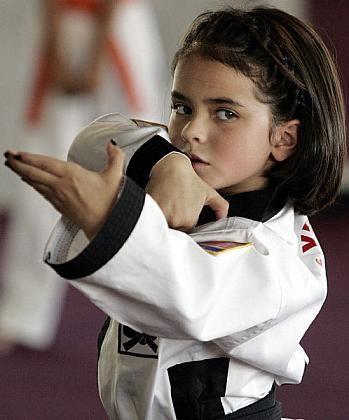 Niña de 7 años de cinturón negro de Karate _Spanish.China.org.cn