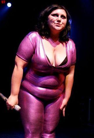 Una cantante británica gorda pero de moda 1