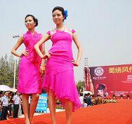 1ade3415464c0 Sombreros creativos en el Día de Damas en Inglaterra Spanish.China ...