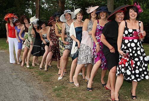 9bd23f880ab2a Sombreros creativos en el Día de Damas en Inglaterra Spanish.China.org.cn