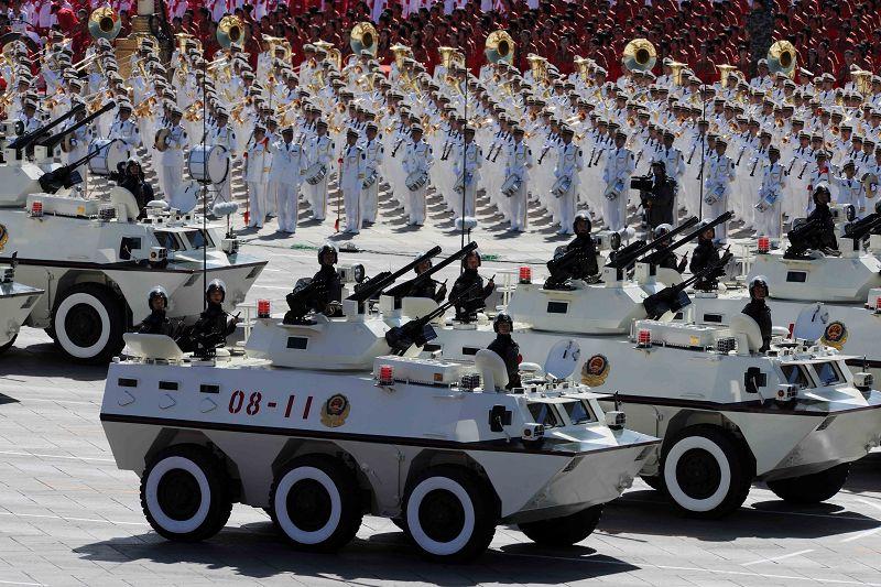Gran desfile militar: equipos y armas 1