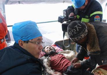 Asciende a 1.706 número de muertos en terremoto en noroeste de China