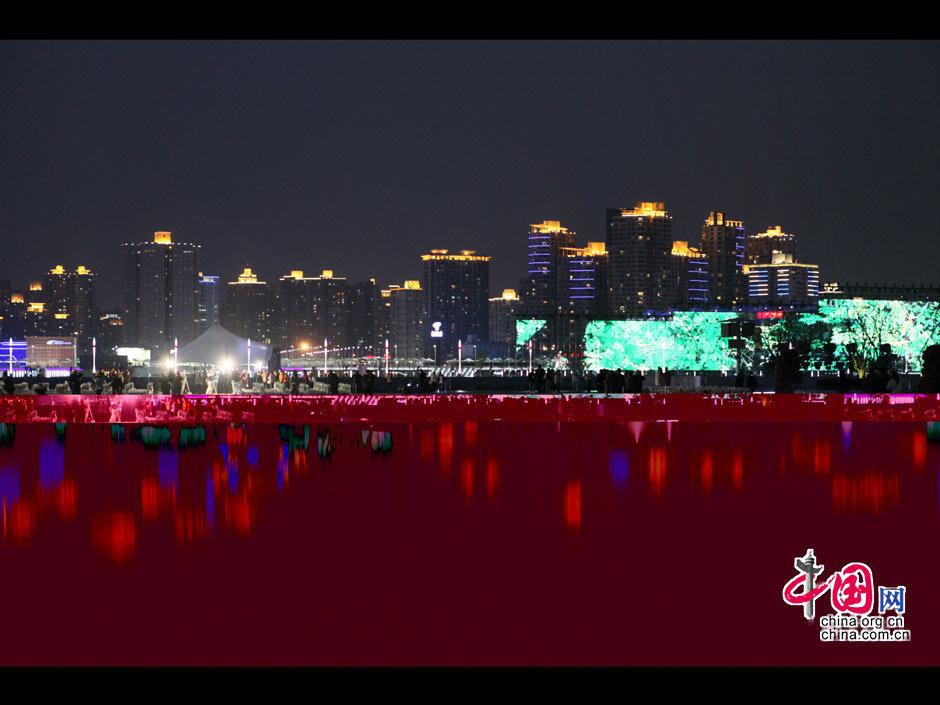 Pabellones brilando en la noche