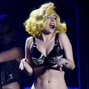 """Lady Gaga canta """"bañada en sangre"""""""