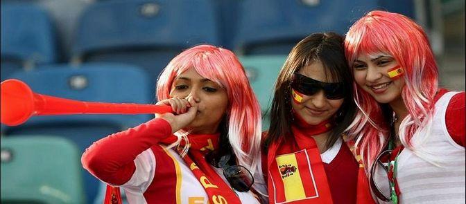 Las aficionadas guapas animan para España
