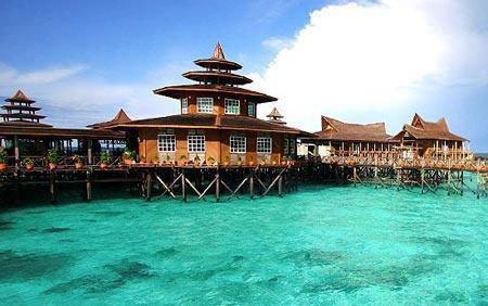 Los 10 hoteles flotantes m s lujosos del mundo spanish for Hoteles mas lujosos del mundo bajo el mar