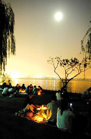 Contemplar la luna Medio Otoño lago Oeste Hangzhou 1