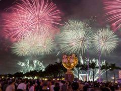 Hong Kong celebra el Día Nacional de China con fuegos artificiales