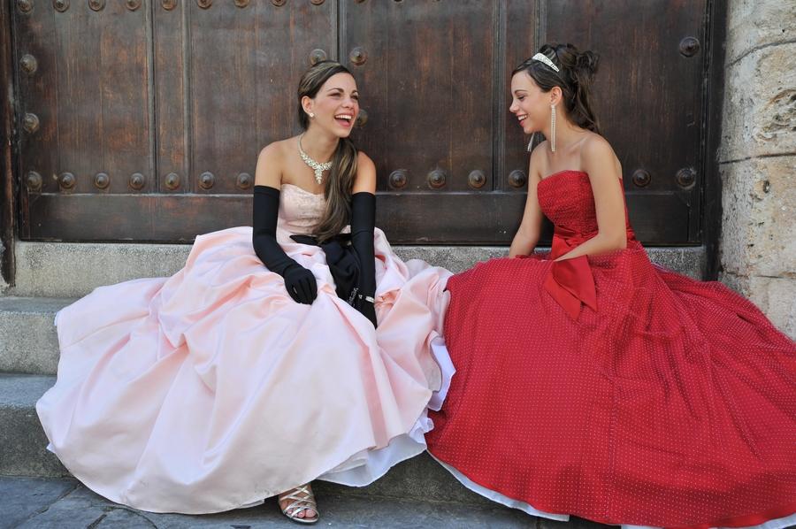 Cuando las muchachas cumplen sus 15 años en Cuba, se visten en ...