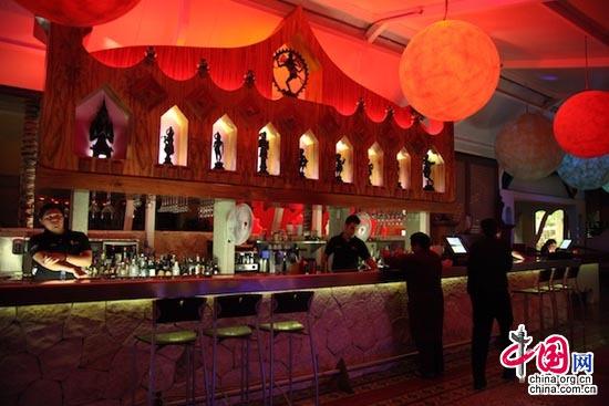 La brillante noche del centro comercial 'La Isla' en Cancún