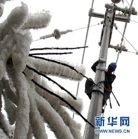 Ola de frío sigue trayendo nevadas y lluvias en suroeste de China durante próximos tres días