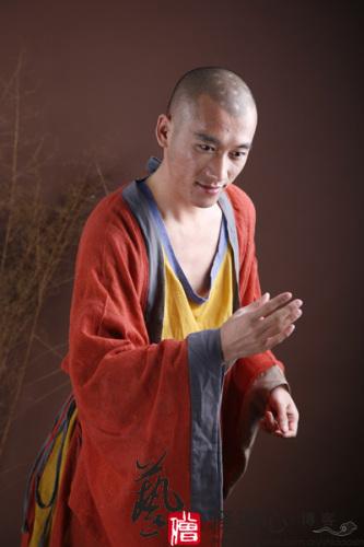 Un monje a la moda