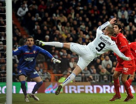 Real Madrid vence al Sevilla con 2-0