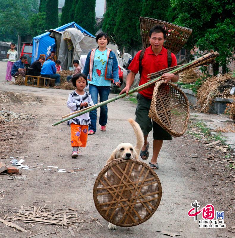 Wenchuan: ¡construímos la nueva casa con las manos propias!