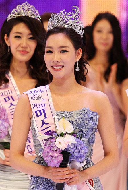 Lee Seong-hye coronada Miss Korea 2011 1