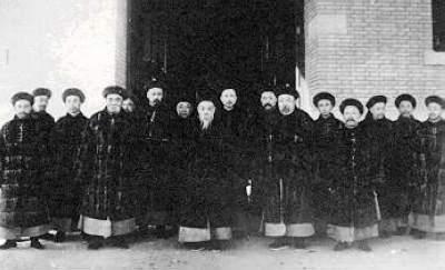 El último emperador y el gabinete de los miembros nobles