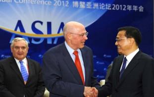 Se reunen el vicepremier chino Li Keqiang y los delegados que asisten a Boao