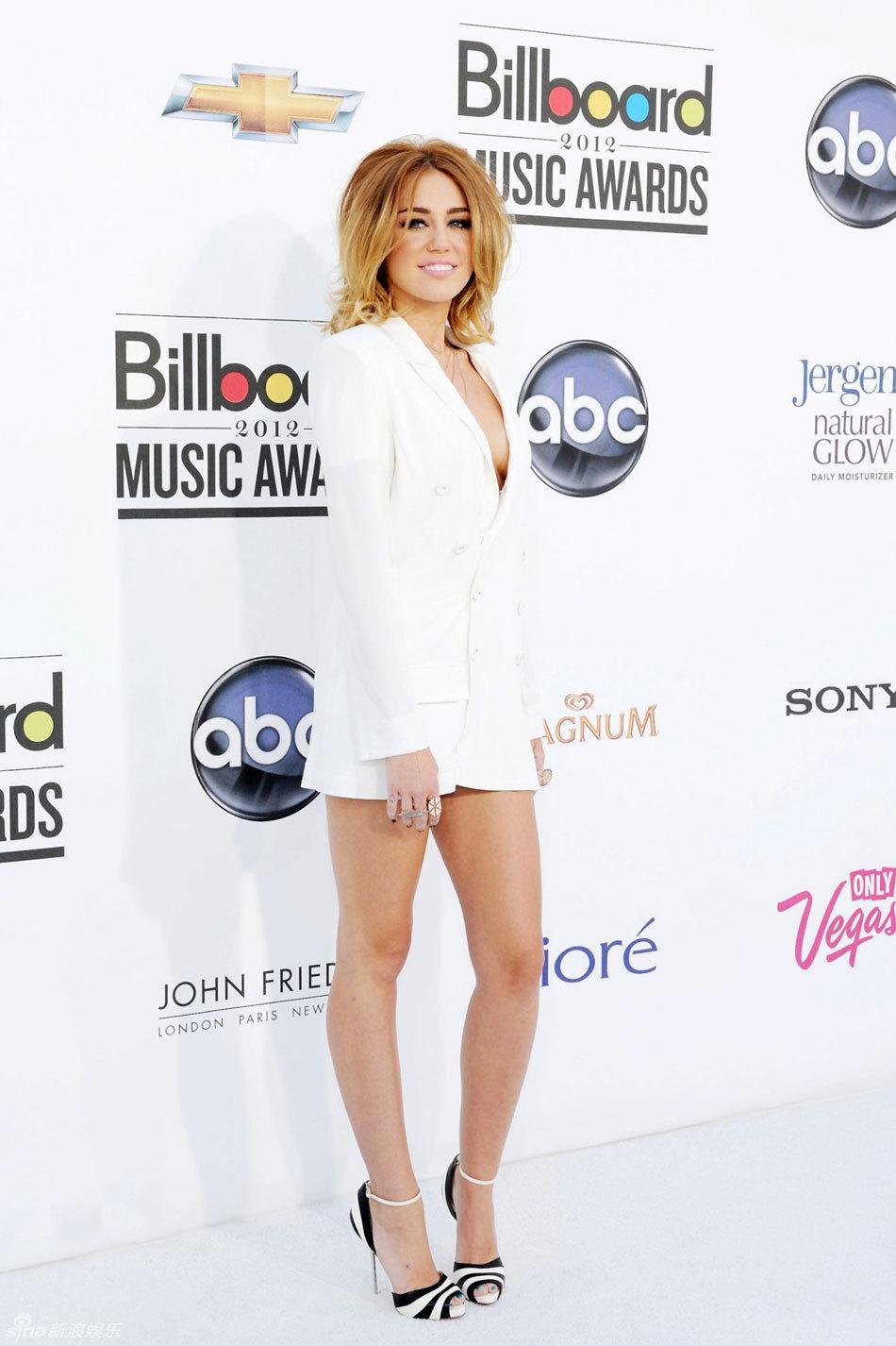 Miley Cyrus Asisti A Los Billboard Sin Ropa Interior