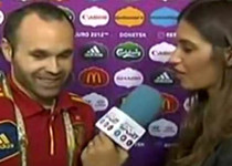 Sara Carbonero se lía de nuevo: '¿Te habría gustado tirar el penalti? Sí, de hecho, lo he tirado'