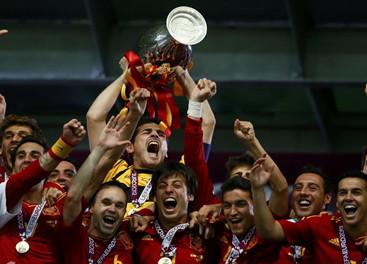 España consigue histórica triple corona internacional con Eurocopa 2012