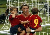 Torres celebra con sus hijos majos y su esposa