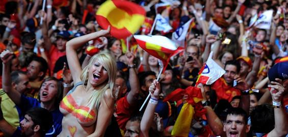 Están locos los aficionados españoles por la triple corona