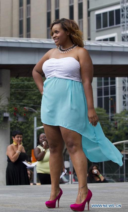 Desfile de moda de las modelos gordas en Canadá