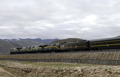 La desertificación amenaza el mítico ferrocarril del Tíbet 1