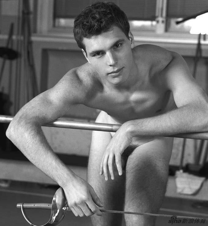 Palabras clave: Fotos sensuales de los esgrimistas franceses desnudos