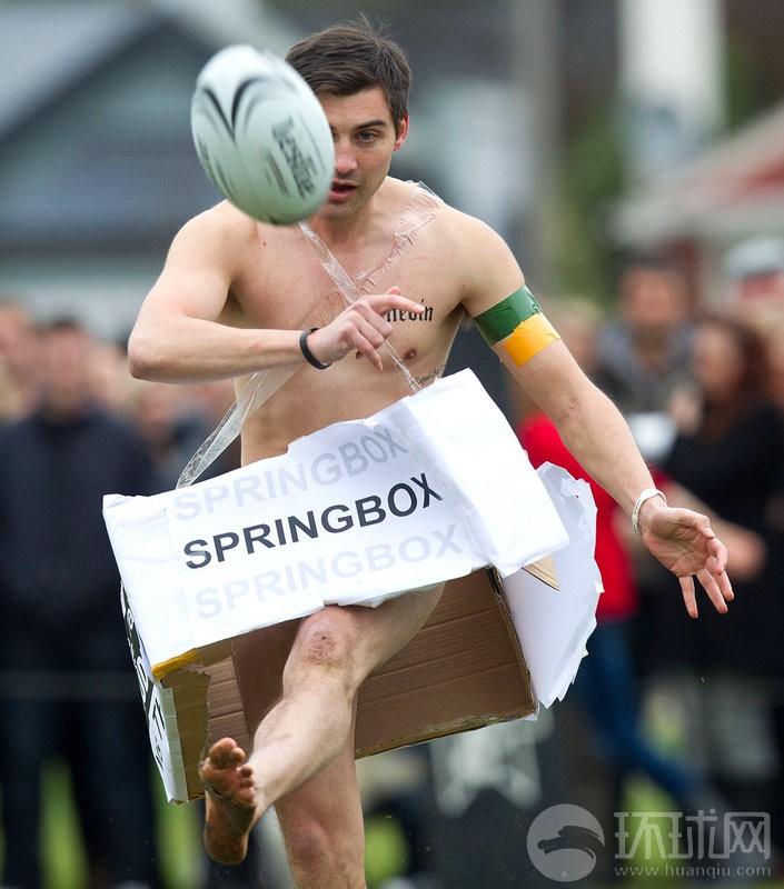 Jugadores de rugby desnudos compitiendo en Nueva Zelanda