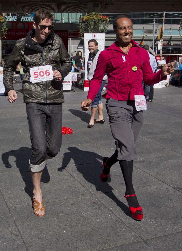 Los Hombres Cuando Altos De china spanish Llevan Zapatos Tacones J1clTFK