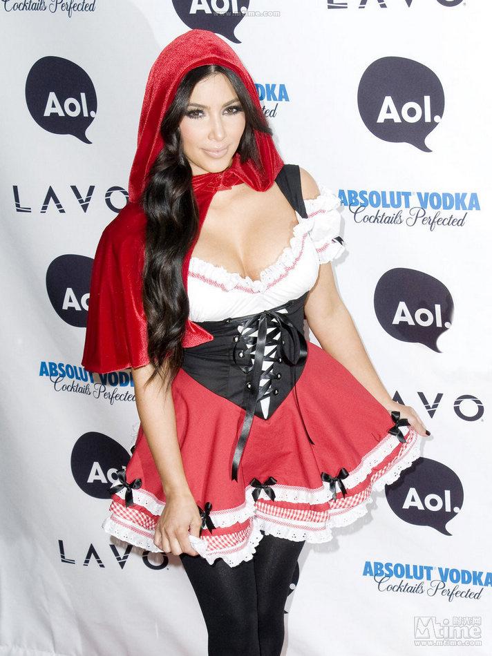 Las estrellas con disfraces seductores en Halloween ... Kim Kardashian