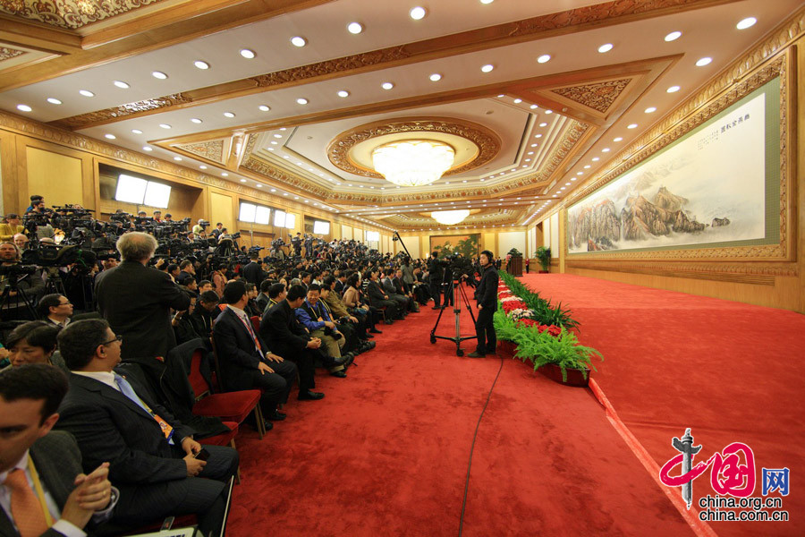 Reporteros en espera del encuentro con el nuevo liderazgo del PCCh