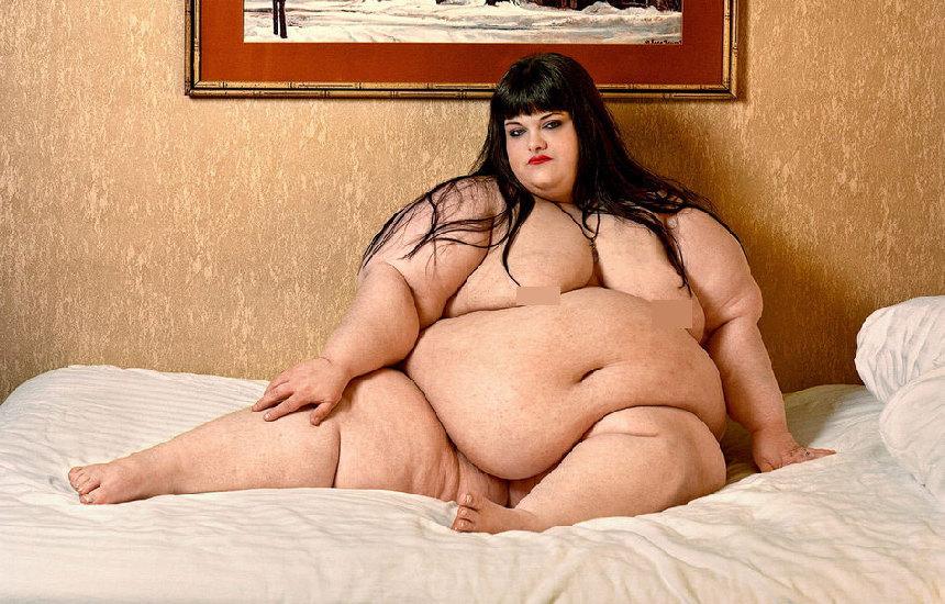 Mujeres más gordas desnudan bajo lentes de fotógrafo