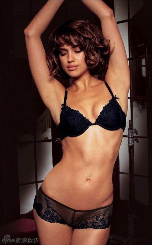 Irina shayk en ropa interior transparente posa sensual for Ropa interior erotica