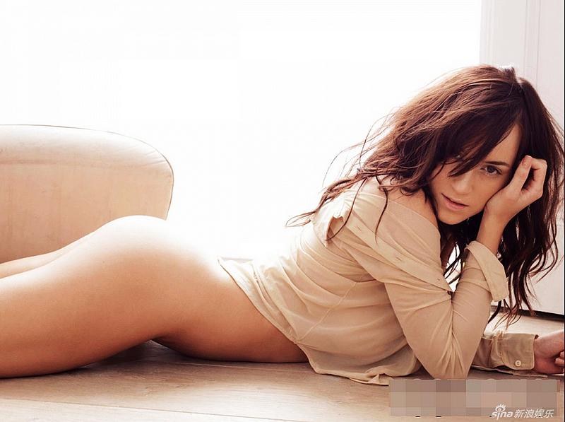 Alto en mujer muslo desnudo