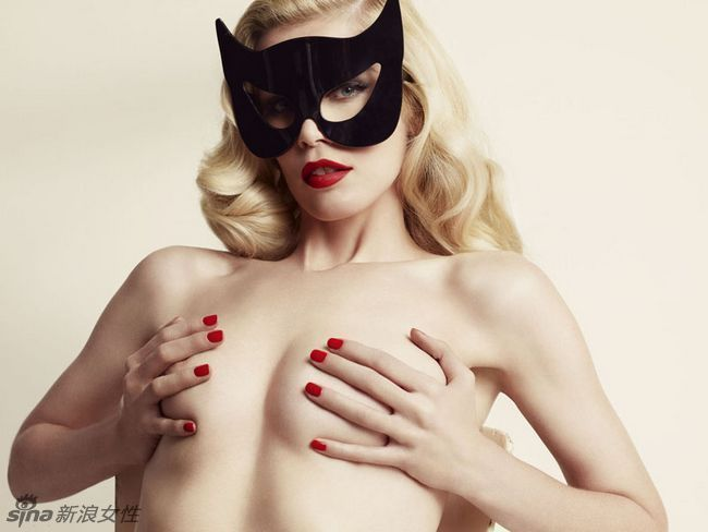 Claudia Schiffer Posa Desnuda Para Sus Nuevas Fotosspanishchina