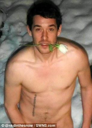 Mujeres y hombres británicos desnudos en la nieve