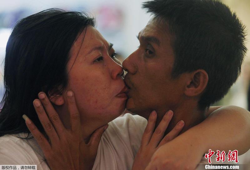 Pareja tailandesa rompe récord del beso más largo del mundo 2