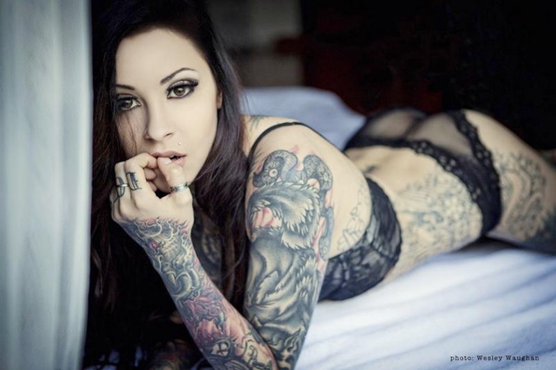 ... clave: Hermosos tatuajes,los cuerpos desnudos, sensuales,mujeres