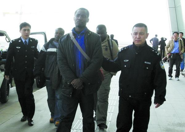 Publican en China proyecto de normas con relación a presencia ilegal de extranjeros