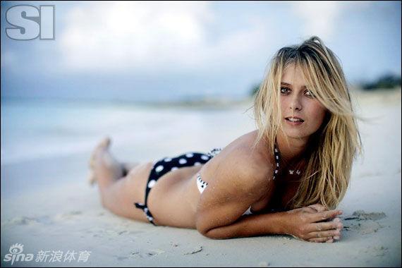 Las famosas tenistas posan en bikinis 11