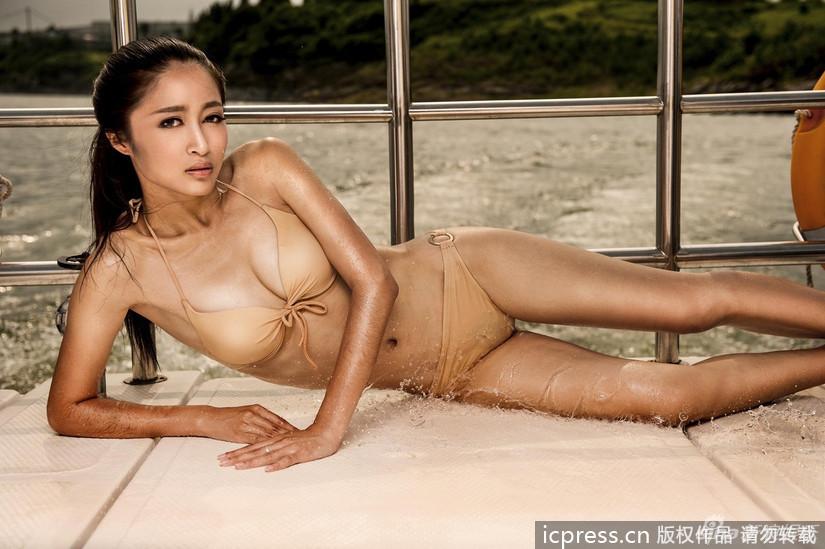 Cuerpos En Bikini