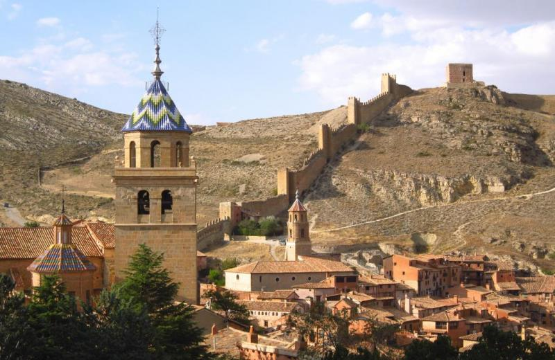 Top 12 pueblos m s bonitos de la edad media de espa a - Casa rural gea de albarracin ...