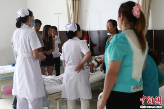 Fotos nuevas del niño chino extirpados los ojos por tráfico de órganos