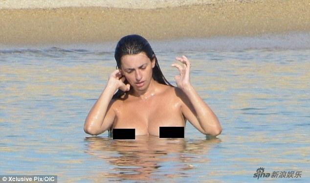 Penélope Cruz Toma El Sol Desnuda En La Playaspanishchinaorgcn