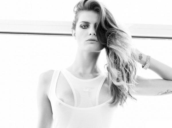 La Espectacular Modelo Isabeli Fontana Se Desnudaspanishchinaorg