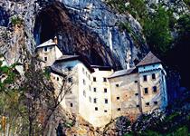 10 castillos hermosos con ubicación extraña