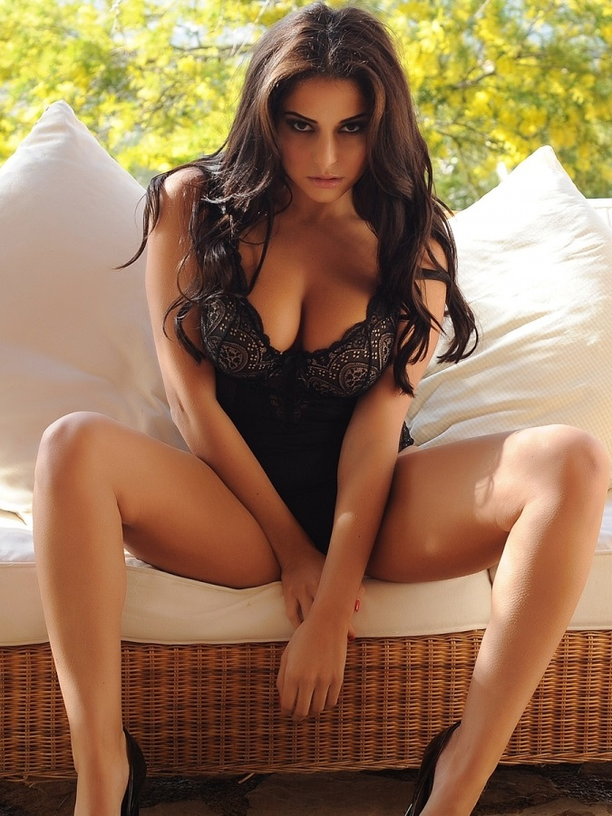 La Sexy Model Inglesa Charlotte Springer Posa Desnudamentespanish